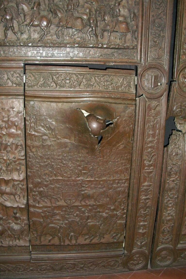 Bala de cañon puerta Castillo Nuovo