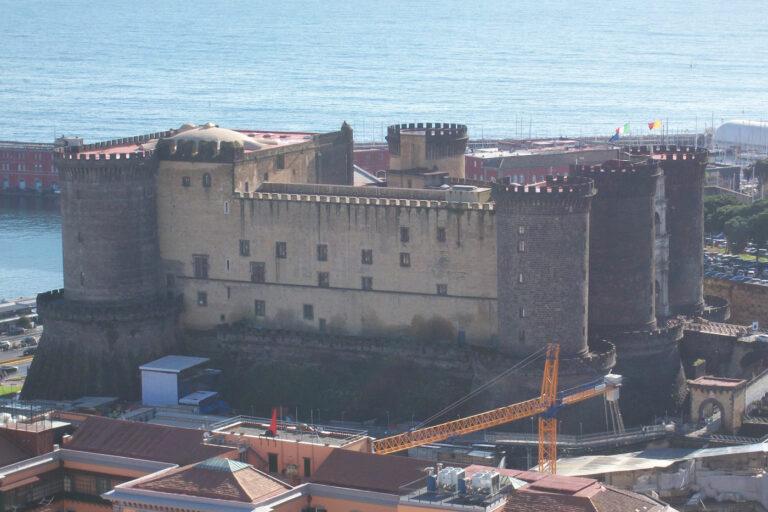 Castillo Nuovo Nápoles